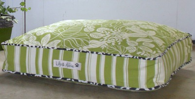 Giveaway: Lilly & Abbie Luxury Dog Bed