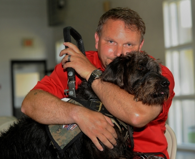 Wounded Warrior Receives a 'Helping Paw'