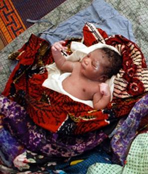 CI Solange newborn Duékoué IDP camp April 17 206.jpg