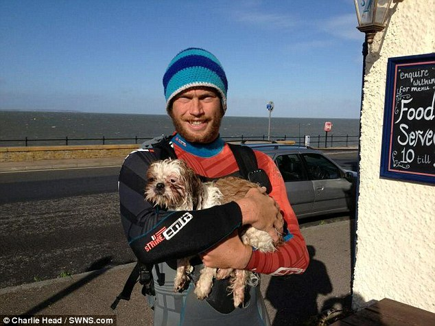 Dog stranded at sea rescued by a paddle boarder