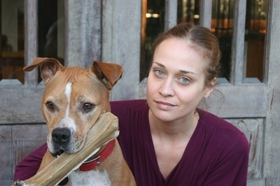 Fiona Apple postpones her tour to stay by her dying dog's side