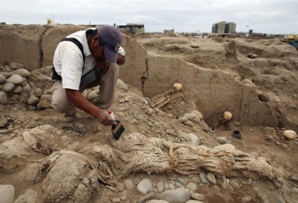 11.7.13 - Peruvian Dog Mummies Found3