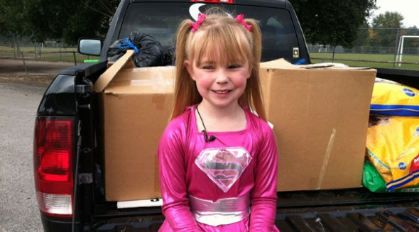 Annaleise Kimmell (6) helps homeless dogs. Photo Credit: KVUE News