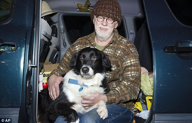 Veteran Loses Home and Lives in Van to Stay with His Dog