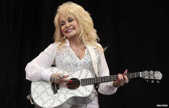 7.8.14 - Dolly Parton Offers to Adopt Abandoned UK Dog with Same Name1