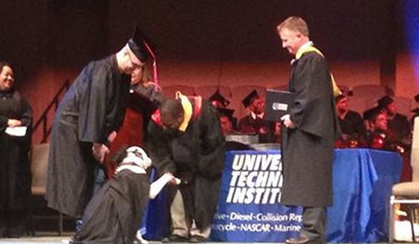 Service Dog Helps War Veteran Graduate from College