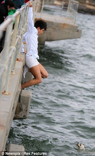 8.4.14 - Australian man Dives Off pier to Save Drowning dog During Grandmother4