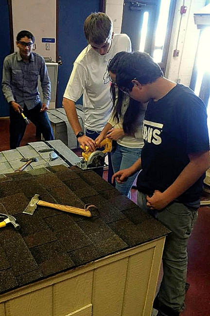 Students Build Dog Houses For Low Income Families