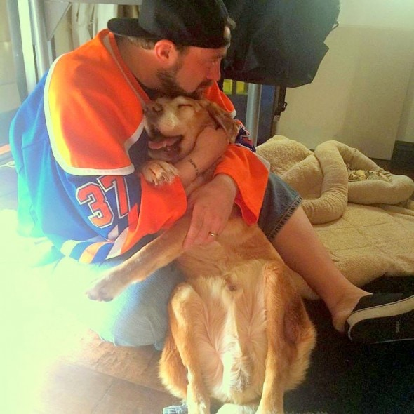 2.13.15 - Director Kevin Smith Shares Touching Tribute to His Deceased Dog1