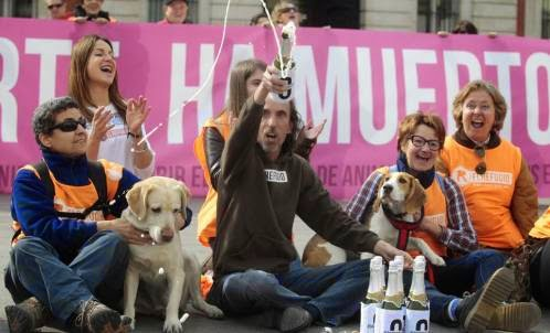 Caption: Nacho Paunero celebrating that Madrid became a no-kill city.