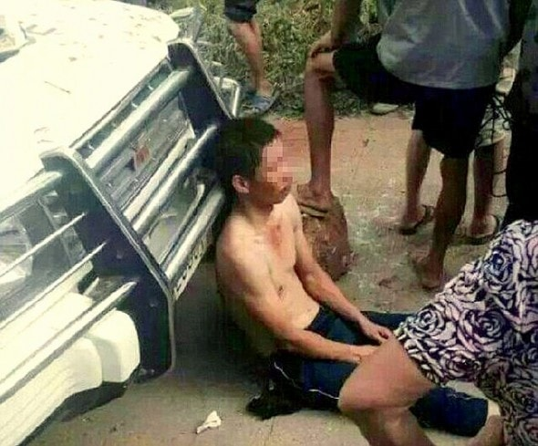 Two Thieves Tortured By Angry Villagers