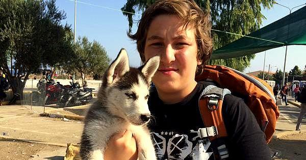 Teen Refugee Refuses to Leave Syria Without His Dog