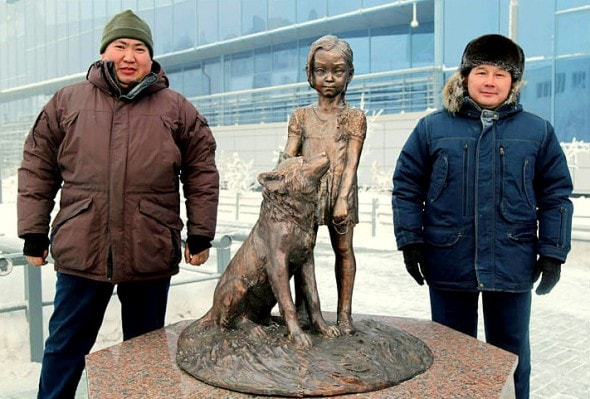12.31.15 - Dog & Girl Who Survived Siberian Wilderness Honored with Statue7