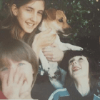 Sisters Recreate Photo Paying Tribute to 16-year-old Dog