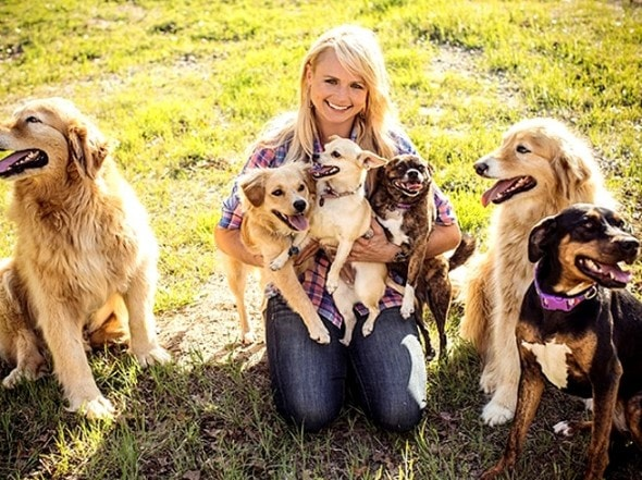 2.11.16 - Miranda Lambert Buys an Animal Sanctuary1