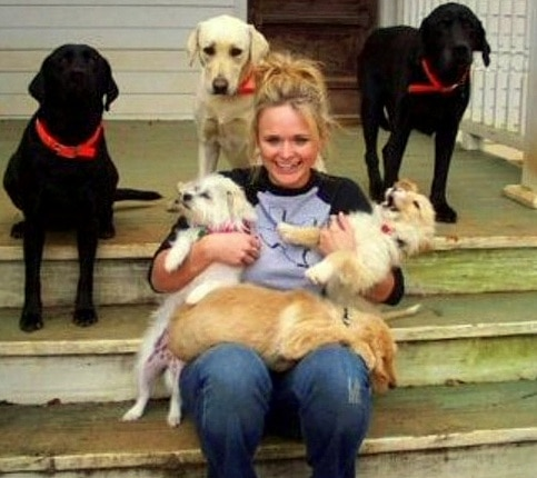 2.11.16 - Miranda Lambert Buys an Animal Sanctuary3