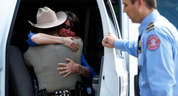 A tearful Corliss is comforted by a Texas State Trooper. Photo: Houston Chronicle ------------------------------------