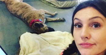 Shelter Worker Makes Pledge to Live in Kennel with Dog Until She's Adopted