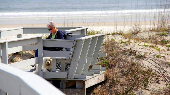 10-12-16-woman-skips-cancer-treatment-to-travel-with-dog4