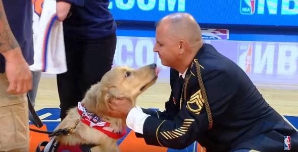 11-10-16-knicks-give-veteran-a-service-dog2