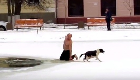 11-28-16-russian-man-saves-biting-dog-from-drowning-in-icy-pond4