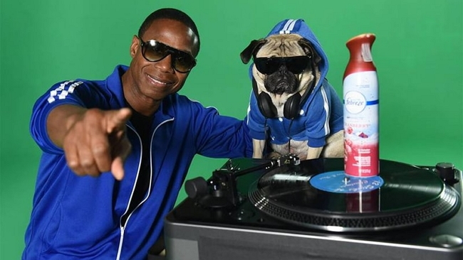 Dog the Pub & Doug E Fresh Rap the 12 Stinks of Christmas in a Holiday Bow