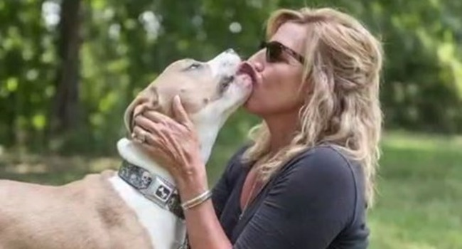 """""""I'm With Charlie!"""" Woman Fights To Keep Her Pit Bull; Community Comes Out In Support"""