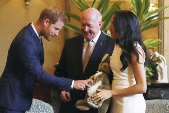 Prince Harry & Meghan Markle are assembly canine throughout Australia!